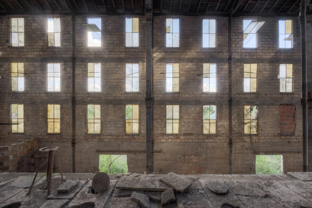 Fine art photographie usine briques fenêtres Nicolas Pluquet